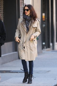 Rachel Weisz Ankle Boots - Rachel Weisz trekked through NYC in chocolate leather ankle boots with tasseled zippers. A classic trench completes the timeless look.