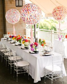love these confetti big balloons for a baby shower / bridal shower / ladies lunch Wedding Balloons, Birthday Balloons, Baby Sprinkle Decorations, Table Decorations, Ballon Rose, Beach Baby Showers, Bridal Showers, Giant Balloons, Gold Balloons