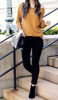 Casual spring outfits with leggings that you can wear every day « voguee. Casual Work Outfits, Classy Outfits, Stylish Outfits, Jean Outfits, Work Attire, Winter Fashion Outfits, Look Fashion, Spring Outfits, Fashion Wear