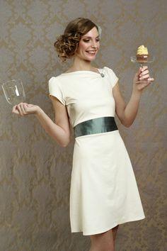 Elsa Wedding - Ausgefallene Eleganz für Hochzeitsgäste, Bräute und Gäste aller anderen festlichen Anlässe!    Unser Brautkleid Audrey ist ein...