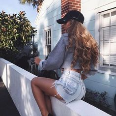 Cute outfit. Highwaisted jean shorts. Cropped sweater. Nike baseball cap. Teen fashion. Summer outfits