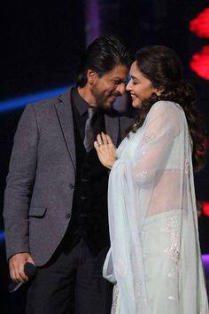 Shahrukh Khan and Madhuri Dixit-Nene at Jhalak Dikhla Jaa Bollywood Couples, Bollywood Girls, Bollywood Actors, Bollywood Celebrities, Most Beautiful Bollywood Actress, Indian Bollywood Actress, Beautiful Actresses, South Indian Actress Hot, Indian Actress Hot Pics