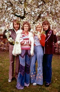 ABBA in having won the Eurovision song contest in Brighton, England. ABBA get a few mentions in Bombed Out!, but not sartorially. Mode Hippie, Hippie Man, Hippie Style, First Ladies, Seventies Fashion, 70s Fashion, Fashion Styles, Janis Joplin, Mode Disco