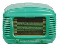Are there radios in the collection we could retro-fit with modern audio for Waltzing Matilda listening interactive. Art Deco, Old Time Radio, Cool Clocks, Retro Radios, Antique Radio, Transistor Radio, Record Players, Vintage Records, Retro Vintage