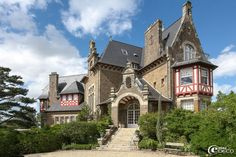 Château Olivier Roellinger Richeux has eleven rooms and two apartments and the restaurant 'The Shell'