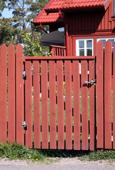 Norwegian House, Garden Gates, Plank, Garden Inspiration, Backyard Landscaping, Beautiful Homes, Pergola, Home And Garden, Outdoor Structures