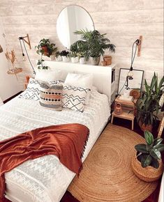 Room Ideas Bedroom, Small Room Bedroom, Home Decor Bedroom, Small Rooms, Bedroom Inspo, Design Bedroom, Bedroom Plants, Bedroom Tv, Budget Bedroom