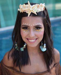 Carnaval Fantasia de Sereia Glitter Mermaid Costumes Instagram: mariaclarapdias Glitter Face, Glitter Girl, Glitter Makeup, Green Glitter, Sparkles Glitter, Diy Carnaval, Glitter Carnaval, Couple Halloween Costumes, Girl Costumes