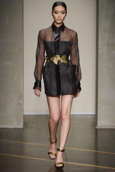 Runway / Gianfranco Ferré / Mailand / Frühjahr 2013 / Kollektionen / Fashion Shows / Vogue Catwalk Fashion, Fashion Show, Fashion Looks, Fashion Design, Milan Fashion, Fashion Women, Fall Fashion Week, Spring Summer Fashion, Autumn Fashion