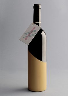 Nice wine bottle design for Cantamanyanes by Enserio