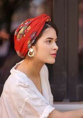 Bandana KATARINA – Rouge – Indira de Paris – – – Men's style, accessories, mens fashion trends 2020 Hair Inspo, Hair Inspiration, Turban Mode, Turban Hijab, Bandeau Outfit, Turban Style, How To Wear Scarves, Scarf Hairstyles, Scarf Styles