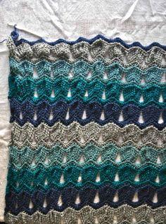 Vintage Fan Ripple Stitch Pattern by Janis Cortese (http://www.ravelry.com/patterns/library/vintage-fan-ripple-stitch-pattern)