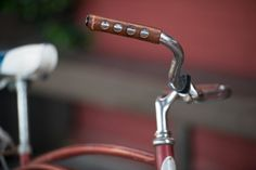 A modern design of old-fashioned sew-on leather grips for your city bicycle handlebars.Handcrafted with vegetable-tanned leather in Portland, Oregon, USA.