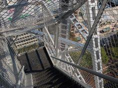 名古屋テレビ塔…の階段…めっさ怖いでしかし