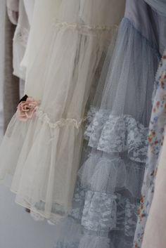 I hang a blue vintage prom dress on the door of the guest room. Vintage Prom, Vintage Dresses, Vintage Outfits, Vintage Fashion, Dress Outfits, Prom Dresses, Grace And Lace, Estilo Real, Fru Fru