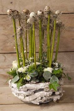 A wonderful idea for Imbolc and/or Ostara. Deco Floral, Arte Floral, Floral Design, Easter Flowers, Spring Flowers, Easter Projects, Easter Crafts, Modern Flower Arrangements, Deco Nature