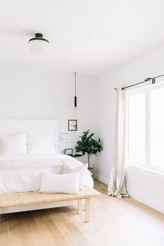 Minimal Bedroom, Stylish Bedroom, Small Modern Bedroom, Room Ideas Bedroom, Home Bedroom, Bedroom Inspo, Bedroom Wall, Bedroom Makeover Before And After, White Bedroom Design