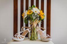 Ramos de novia, los mejores fotógrafos de boda en España, fotógrafos de boda en Córdoba. Glass Vase, Table Decorations, Furniture, Home Decor, Bridal Shoes, Wedding Bouquets, Boyfriends, Wedding, Decoration Home