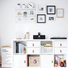 Ikea 'Kallax' shelf @elodie.cl Ikea Shelves Bedroom, Ikea Cube Shelves, Ikea Kallax Shelf, Ikea Kallax Regal, Ikea Billy Bookcase Hack, Sweet Home Design, Home Design Decor, Home Decor, Family Room Playroom