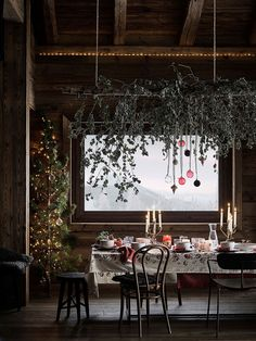 Christmas Trends - Colors, Designs and Ideas - Interior . Christmas Trends - Colors, Designs and Ideas - InteriorZine , Christmas Decorating Trends 2019 / 2020 – Colors, Designs and Ideas - Interior. H&m Christmas, Christmas Trends, Christmas Inspiration, Zara Home, Rue Verte, H & M Home, Deco Table Noel, Turbulence Deco, Christmas Interiors
