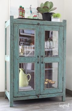 Tips for creating a simple and stylish beverage station Inspired by Charm Tips to create a simple an Shabby Chic Furniture, Rustic Furniture, Furniture Decor, Painted Furniture, Furniture Design, Handmade Furniture, Modern Furniture, Types Of Furniture, Furniture Projects