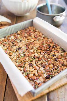 Homemade Kind Nut Bars The Healthy Foodie Healthy Granola Bars, Homemade Granola Bars, Healthy Bars, Healthy Food List, Good Healthy Recipes, Healthy Sweets, Healthy Snacks, Homemade Kind Bars, Snacks Homemade