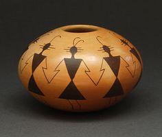 Pottery Seed Pot by Gloria Kahe (Navajo) Navajo Pottery, Southwest Pottery, Pueblo Pottery, Southwest Art, Pottery Art, Native American Design, Native American Pottery, Native American Artifacts, American Indian Art