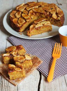 Este pastel de calabaza con manzana no sabe mucho a calabaza, pero sí mantiene la suavidad y humedad que ésta le aporta, haciéndolo un postre irresistible para el otoño.