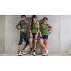 Combinatie van het Camouflage fietsshirt inclusief armwarmers en de bijpassende fietsbroek aan voordelige setprijs. Camouflage, Funky Design, Glamour, Bike, Running, Womens Fashion, Bicycle, Military Camouflage, Keep Running