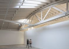 Bowstring Truss House in Portland, Oregon by Works Partnership Architecture via Timber Roof, Timber Walls, Timber Panelling, Roof Trusses, Factory Architecture, Architecture Details, Roof Truss Design, Wood Truss, Architectural Design Studio