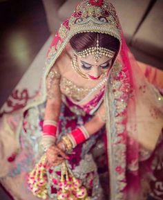 We're sharing some beautiful Indian wedding shoot/photography ideas for you tell your love story! Indian Bride Photography Poses, Indian Bride Poses, Indian Wedding Poses, Indian Bridal Photos, Indian Wedding Couple Photography, Bridal Photography, Wedding Photos, Indian Weddings, Real Weddings