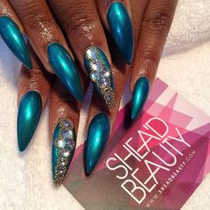 Love the colour and accent but just can't do stilettos The Art Of Nails, Great Nails, Cute Nails, Cute Almond Nails, Almond Nail Art, Bling Nails, Stiletto Nails, My Nails, Talon Nails