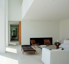 Belgian architect Dirk Heveraet designed a modern villa architecture on the outskirts of Ghent. Interior was created by the design studio Daskal - Laperre. Home Interior Design, Interior Architecture, Interior And Exterior, Interior Decorating, Living Tv, Living Spaces, Hudson Homes, Japanese Interior, Fall Home Decor