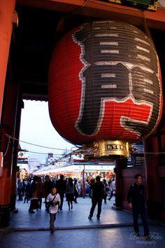 Kaminarimon - Entrance gates of Sensō-ji temple, Asakusa, Tokyo, Japan Looks just like my photo!