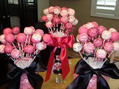Instead of cake pops, I could use lolly pops wrapped in pink tissue paper (or white) :-)