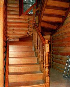 Мебельное ателье FEELWOODS. Лестница в загородном доме, изготовлена из дуба