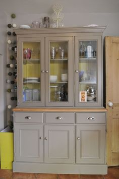 painted welsh dresser but I'd get different handles Recycled Furniture, Furniture Projects, Furniture Making, Furniture Makeover, Painted Furniture, Diy Furniture, Painted Dressers, Pine Dresser, Welsh Dresser