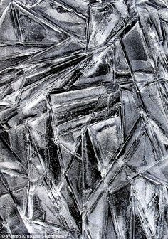 Frozen in time: Attractive patterns made of ice in stagnant pools of water and a solidified stream Ice in stagnant pools of water and a solidified stream, by Warren Krupsaw Patterns In Nature, Textures Patterns, Ice Texture, Glass Texture, Natural Structures, Frozen In Time, Shattered Glass, A Level Art, Texture Design
