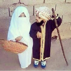 Aww so cute Muslim Girls, Muslim Couples, Muslim Women, Cute Little Baby, Cute Baby Girl, Cute Babies, Beautiful Children, Beautiful Babies, Baby Hijab