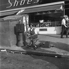 Richard Alvedon New York Life #15: Lenox Avenue, Harlem, New York 1949.