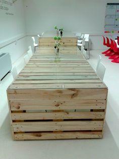 Mesa realizada con palets para La Colaboradora, Zaragoza Activa.
