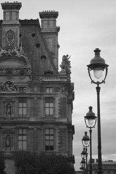 "un-monde-de-papier: ""Musée du Louvre, Paris. Photo: cc https://www.flickr.com/photos/mladjenovic_n/ https://creativecommons.org/licenses/by-nc-nd/2.0/ """