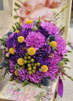 buchete de mireasa din garoafe, eringium, veronica, craspedia / wedding bouquet