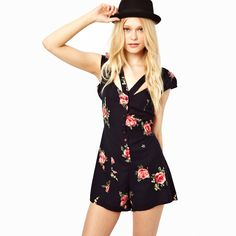 Great summer outfit....of course with flowers