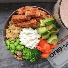 Just had this lunch after abs & back at the gym☺ Chicken, bulgur, veggies, avocado, edamame beans & cottage cheese + a protein milkshake made with @Michelle Hevey one whey chocolate hazelnut #fitnessguru