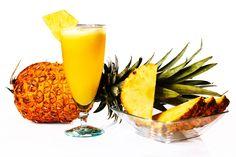 🍹Exotische, Fett verbrennende Frucht, sehr empfehlenswert für Menschen mit Celulitis oder Übergewicht. Sie enthält Kohlenhydrate und spendet Energie für lange Zeit. Sie ist reich an Eisen, Magnesium, Jod, Zink und Mangan, zusätzlich zu den Vitaminen A, Gruppe B und C, die diese Frucht zu einer ausgezeichneten Quelle von Antioxidantien macht. #vegan #zurich #fruit #ananas #berna #aarau #pineapple #Smoothie #swiss #madeinecuador #sano #frutastropicales #tropischeFrüchte Vitamin A, Mangan, Magnesium, Smoothie, Pineapple, Fruit, Food, Tropical Fruits, Cellulite