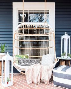A front porch makeover complete with a cozy swing, lots of greenery, and patterned throw pillows! Enhance your curb appeal by sprucing up your front porch this summer. Patio Interior, Interior Exterior, Home Interior, Exterior Design, Diy Swing, Patio Swing, Backyard Patio, Porch Garden, Flagstone Patio
