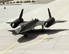 SR-71 Blackbird aircraft prepares for takeoff