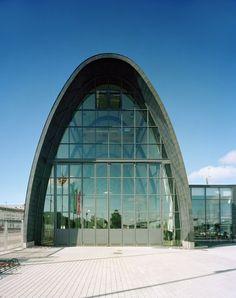 Wooden Boat Centre, Kotka, Finland - Lahdelma & Mahlamäki Architects Pilkington Glass, Open Layout, Roof Design, Wooden Boats, Beautiful Places To Visit, Helsinki, Sailboat, Denmark, Trek