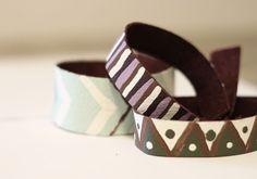 Un bracelet en cuir peint à la main
